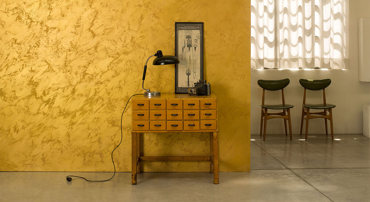 SONOS room with yellow wallpaper
